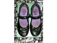 ***Girls black leather Clarks shoes infant size 10 F