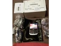 blackberry 8900 unlocked with charger system.