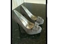 Size 6 High heel shoes