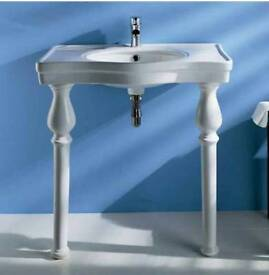 Traditional freestanding sink
