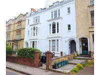 1 bedroom flat in Oakfield Road, Clifton, Bristol, BS8 2BG