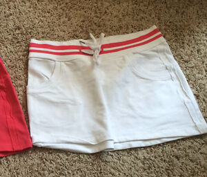 BRAND NEW lululemon skirt size 4 small or extra small