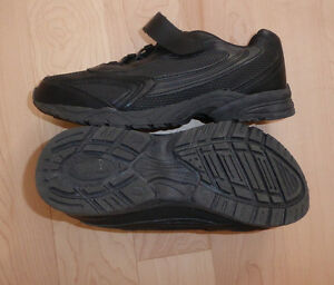 NEW black SmartFit sneakers $ 5, Champion sneakers $ 5, youth 4 Kitchener / Waterloo Kitchener Area image 4