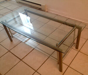 Glass coffee table for sale/Table en verres ***NEGO