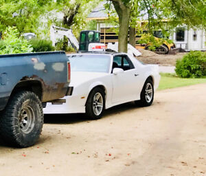 1986 Chevrolet Camaro Z28 Iroc Z Coupe (2 door)