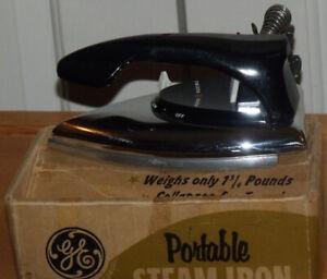 Très beau petit fer à repasser à vapeur de marque G.E.