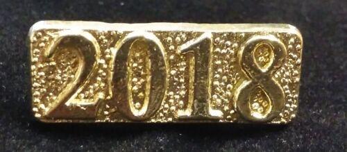 Senior 2018 High School Graduation class Letterman Jacket Year Pin gold tone
