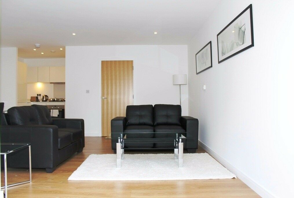 Spacious 2 Bed 2 Bath Duplex Apartment in Bow, E3, close to Devons Road and Langdon Park DLR- VZ
