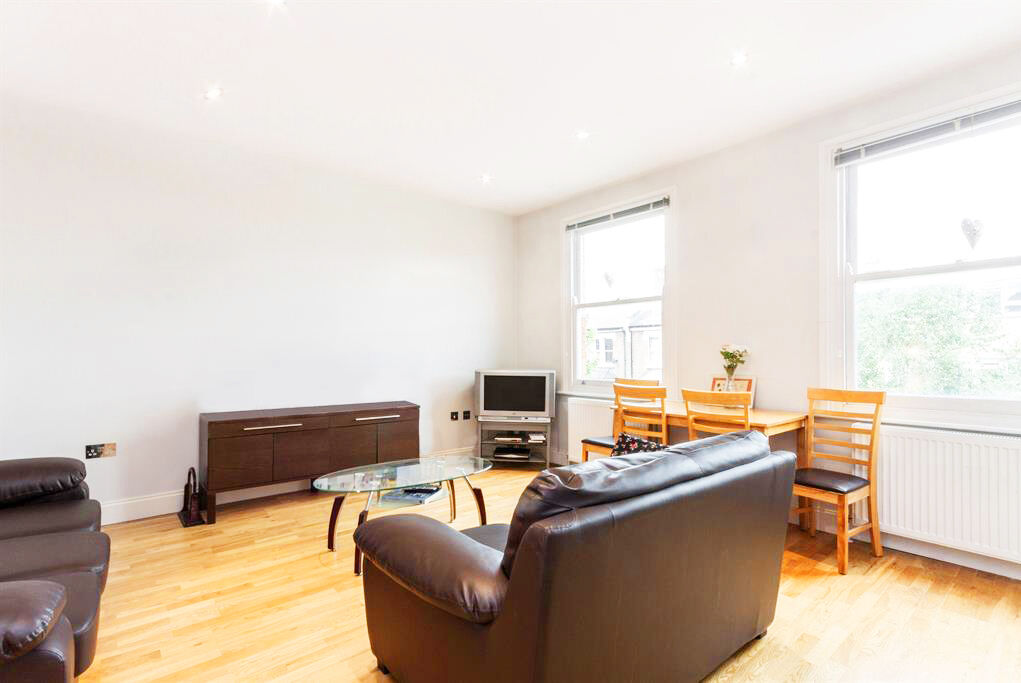 **QUEENS PARK / MAIDA VALE** Newly REFURBISHED SPLIT LEVEL 3 DOUBLE BEDROOM with 2 BATHROOMS