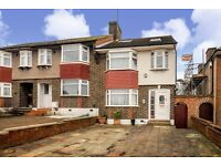 Very beautiful 4 bedroom house with private garden and driveway in Morden