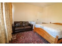 Good Size Double Room in a shared flat on Abbeville Road, Clapham South £650