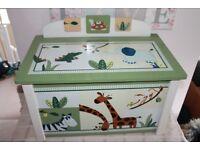 'Zanzibar' toy box