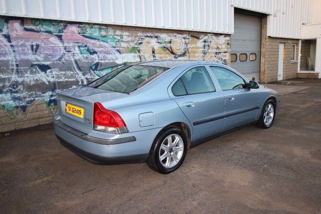 VOLVO S60 D5 S WITH PRIVATE PLATE!