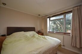 Woking 800 meters from town center, double size room to rent, close to station and shops, bills inc