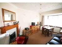 2 bedroom flat in Amesbury Road, Feltham, TW13 (2 bed)