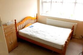 NEWLY DECORATED 3 BEDROOM SPLIT LEVEL FLAT. AVAILABLE TO RENT NOW
