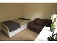LARGE CLEAN DOUBLE ROOM TO RENT IN ARCHWAY AREA NEAR BY THE TUBE STATION. 28J