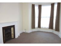 Immaculate one bedroom flat in Mutley. GCH. New carpets. Includes all white goods.