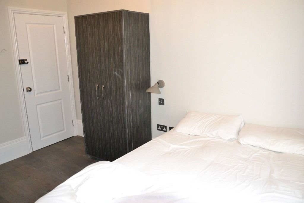 Luxury double studio flat. Fantastic location close to Notting Hill & Queensway. All bills included.