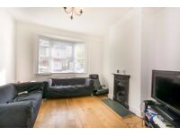 SW19 2ND - MEADOW ROAD - A STUNNING 3 BED HOUSE WITH ON STREET PARKING & PRIVATE GARDEN - VIEW NOW