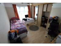 !!!Double Room located in Palmers Green, Only Females!!!