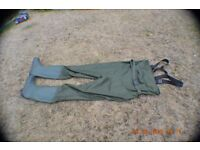 CHEST WADERS (NEW)SIZE 44 -UK 10