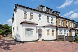 studio flat in hendon, off street parking close to Transport links , must be seen, £215 Per Week