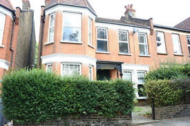 A very large 3 bedroom flat that can also be used as a 4 bed on a quiet road in Wood Green