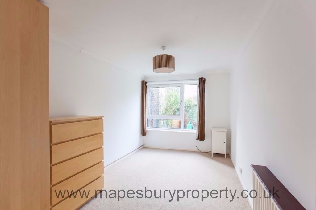 Large, stylish 2 bedroom flat in Mapesbury Road with garden available now. Ideal for professionals.