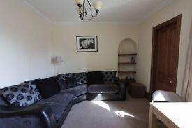 Large West End lower garden flat with large kingsize bedroom, lounge, kitchen, bathroom.