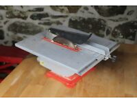 Small table top saw