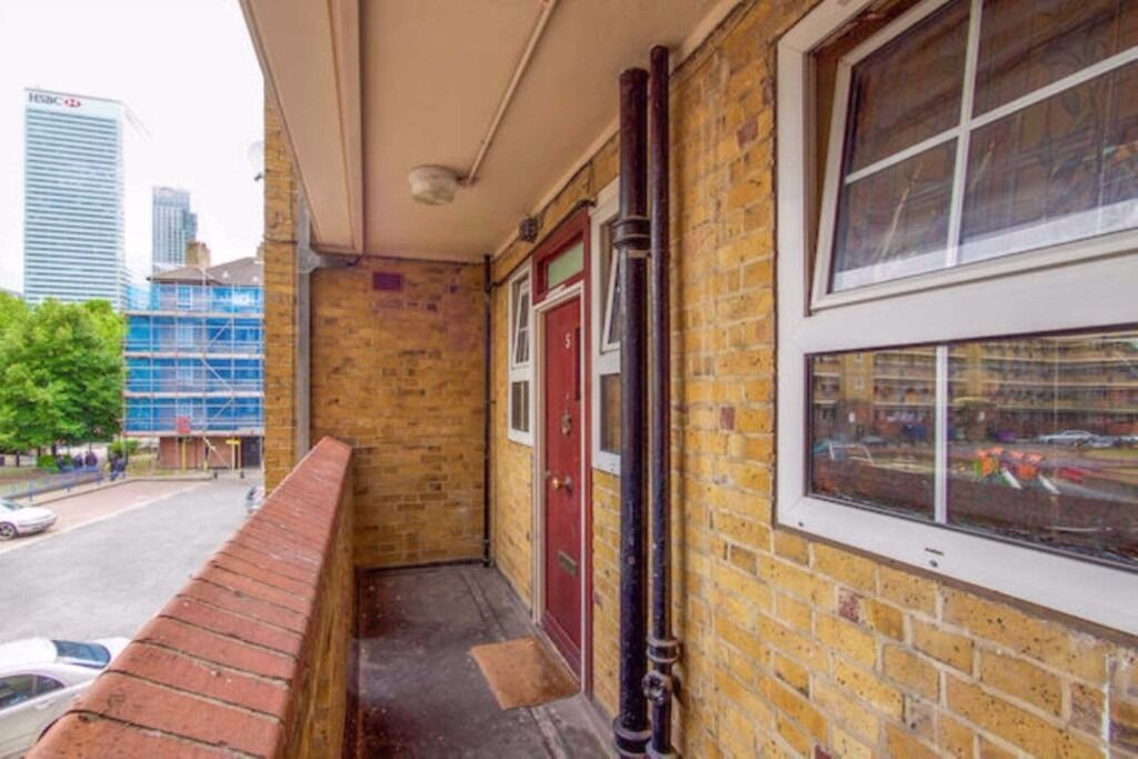 Stunning 1 double bedroom apartment now available in Poplar only moments away from Canary Wharf!