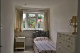 En-suite single room in Hendon Central