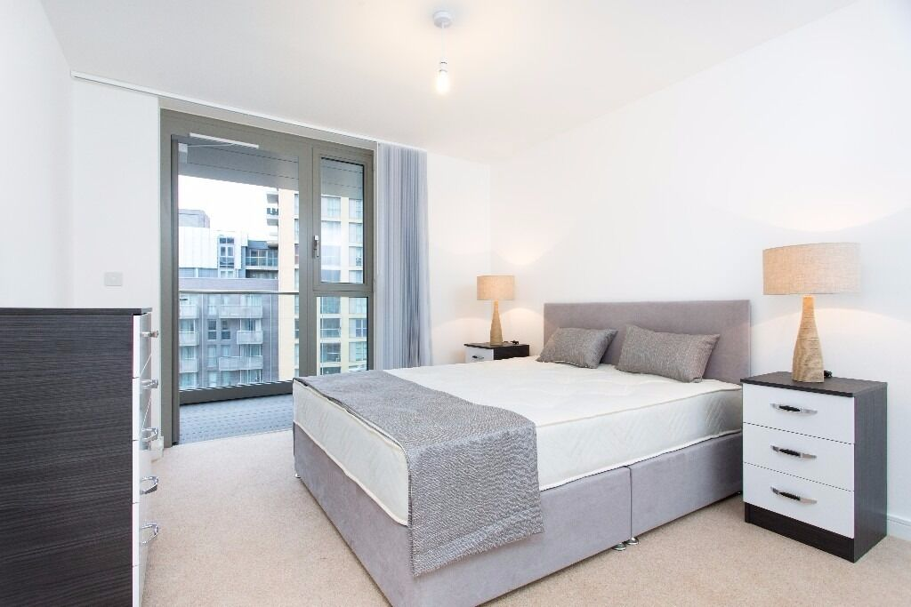 - Luxury 1 bedroom property next to DLR is available NOW at reduced £300pw price