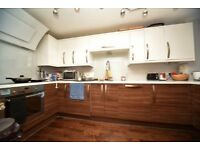 Large and modern 3 bed 2bath flat in heart of north finchley AVAILABLE NOW