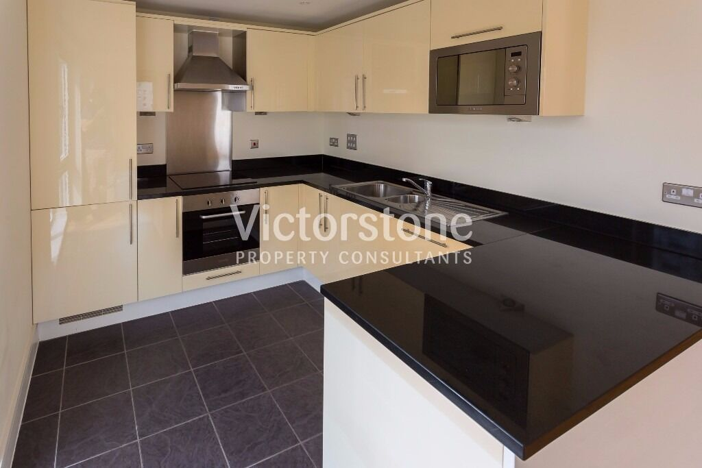 UNFURNISHED 3 BEDROOM 2 BATHROOM APARTMENT IN PRIVATE DEVELOPMENT WITH CONCIERGE