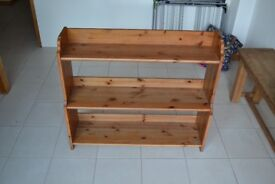 Small pine bookshelf. W: 93cm, H: 80cm, 26cm depth at widest point (bottom shelf)
