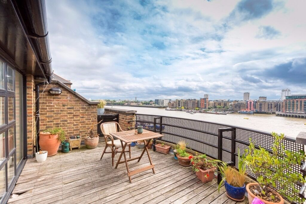 ***TWO WEEKS RENT FREE***TWO BEDROOM PENTHOUSE*** BALCONY overlooking the THAMES at TOWER BRIDGE