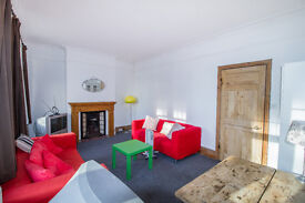 Call Brinkley's today to view this great, 3-bed flat, close to the tube. BRN1007288