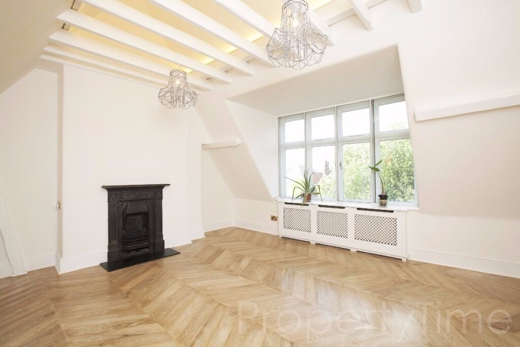 Lovely 2 bedroom Top Floor apartment with a communal garden in Hampstead NW3 - Available now £475pw