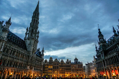 Brussels Town Hall and Bread House in Grand Place Photo Art Print Poster 18x12 i Brussels Grand Places House