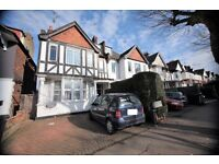 2 bedroom flat in North End Road, Golders Green, NW11