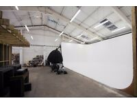 AFFORDABLE PHOTO/VIDEO STUDIO HIRE WITH LARGE INFINITY COVE! STARTING FROM £90 PER DAY!