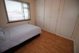 LARGE DOUBLE ROOM WITH FITTED BUILT IN WARDROBES IN HOOUNSLOW HEATH