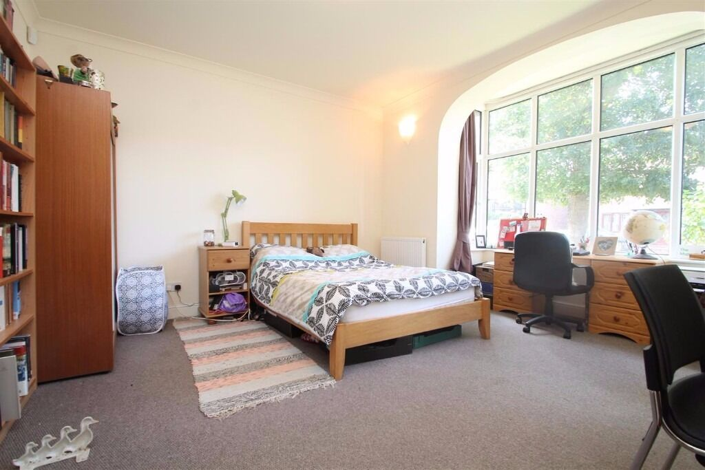 Very large 2 bedroom maisonette in a beautiful part of South Croydon with private garden