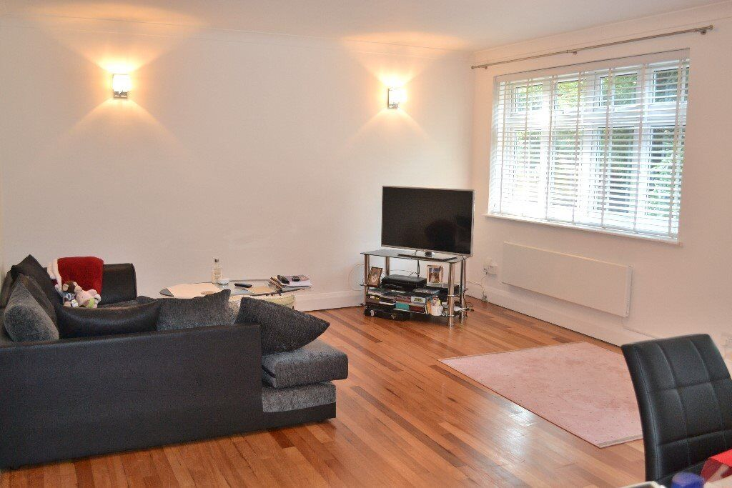 Very Modern 2 Double Bedroom Apartment - Must See!