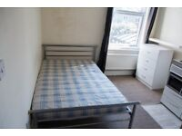 1 Room in 1 Bedroom Semi-Detached House to rent Stella Street-NO FEES