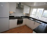 3 double bedroom property, in Battersea situated off Battersea park road moments from transport