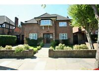 6 bedroom house in Cedars Close, Hendon, NW4