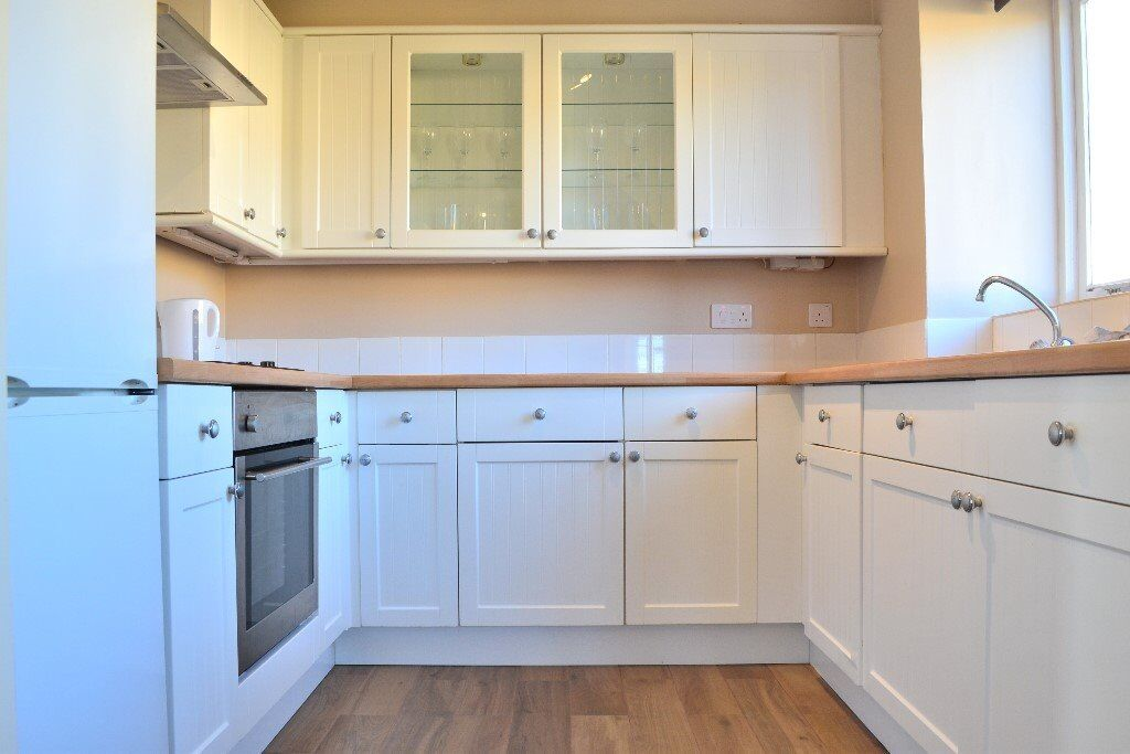 2 DOUBLE BED FLAT AVAILABLE ASAP IN E14 - WALKING DISTANCE TO CANARY WHARF - ONLY 1600PCM - CALL NOW